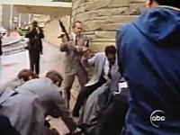 瞬時に反応するシークレットサービス レーガン大統領が銃撃される瞬間