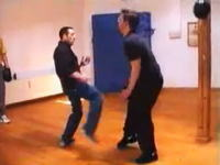 光速の拳、残像しか見えない蹴り 凄いスピードで技を繰り出す空手家