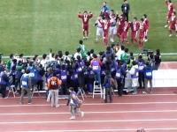 勝者を称えるという事。全国高校サッカー選手権大会での感動的なシーン。