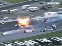 25日NASCARで発生したカオスすぎる多重クラッシュ コース上に逃げ場無しw