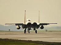 映画のような映像。F-15のアフターバーナーを使用した離陸シーンがシブイ。