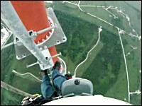 これはヤバい高所恐怖症動画。538メートルの鉄塔を登る映像。高すぎワロタ