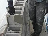 手際の良いプロのお仕事拝見動画。「ブロック壁の作り方」職人さんに憧れる