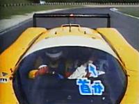 本気レーシングカーで300km/hオーバーを体験する川井ちゃんと三宅アナ