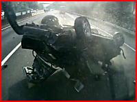 車って一瞬でこんなにグチャグチャに潰れるんだ(@_@;)という事故の瞬間