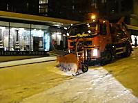 除雪車クン、君が滑ってたら意味なくないかい?という少し悲しいムービー