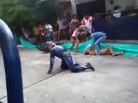 公道バイクレースで事故ったバイクが観客の女性を襲う。観客近すぎ(@_@;)