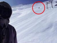 真冬の富士山で登山者が猛スピードで滑落していく様子が偶然撮影される。