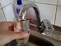 常識をくつがえすジャグチ。キッチンのミステリー。出した水を取り返す蛇口。