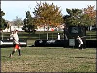変化しすぎて打てない魔球。アメリカの野球型スポーツ「ウィッフルボール」