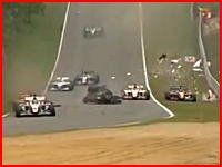 ブランズハッチでレースが赤旗中断になる激しいクラッシュの映像