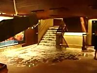 豪華客船座礁転覆事故で事故当時(直後)の映像が複数アップロードされる。