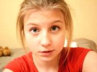 笑顔が可愛すぎる女の子と笑顔が汚すぎる男の子の一瞬動画。天使の笑顔^^