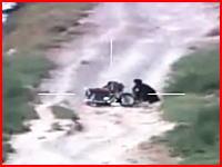 カラー映像は珍しい?タリバンが路上爆弾を仕掛けているところをミサイルで