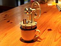 【科学】コップ一杯のコーヒーの熱で動くエンジン スターリングエンジン