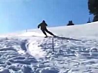 びっくりした。スキーヤーを撮影していたら別の人が凄い勢いで突っ込んできた