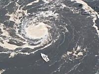 忘れられないあの光景。津波直後の空撮に映し出された大洗港の大渦。