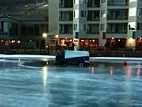 まさかの衝撃映像 スケートリンクを整えていた整氷車が沈没してしまう瞬間