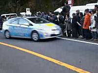 箱根駅伝で大会関係者の車が応援している人に突っ込む事故が発生していた