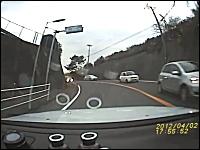 マークⅡが無茶して滑って壁に衝突して横転。一発廃車なドライブレコーダー