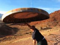 YouTube技術部「特大のフリスビー作って投げてみた」飛び方が古いSF映画