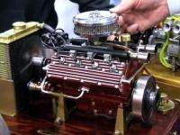 小さくても音は本物!アメ車V8エンジンの1/3ミニチュアモデルがカッコイイ。