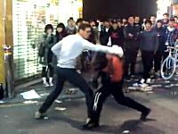韓国の殴られ屋が一発も殴られない。シュッ!シュッ!と避ける殴られない屋