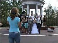 なにが起きた?w結婚式でカメラマンとカメラマンが殴り合いの大喧嘩(@_@;)