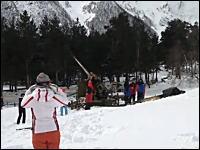雪崩が起きそうな危険な場所は崩れる前に大砲でズドーーーーーーン!w