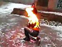 絶体絶命!素人が火だるまスタントを失敗して火が消えない!たすけて!