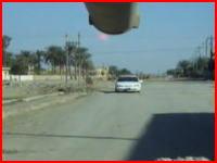 イラクで路上の車に対し至近距離から主砲をぶっ放す戦車 詳細は不明