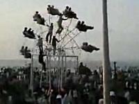6人の男が人力で動かす観覧車が超エコで凄いぞっ!