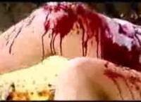 フォークで目をえぐり出して食べるグロ映画