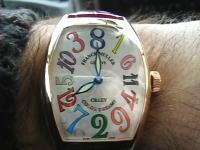 8時の次が1時。針が瞬間移動する腕時計。その名もクレイジー・アワーズ!