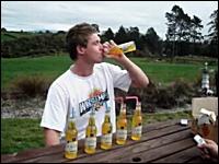 ビール6本一気飲みに挑戦した男性がゲボー(@_@;)なアクシデントwwwww