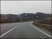 ロシアのドライブレコーダーが捉えた衝撃映像 「危機一髪の神回避!!」