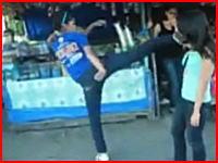 鋭いハイキックが炸裂。フィリピンの女子の喧嘩がちょっと普通じゃない(@_@;)