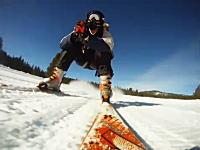 平地でも直滑降!ジェットパックの推進力を利用してスキーでビュゥゥゥン!