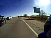 高速ぶち抜きスピード狂。これは怖い。狭い間をかっ飛んでいくライダー映像