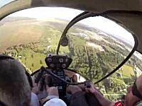 なんかスケールが違いすぎる。ヘリコプターで模型飛行機を救出するビデオ。