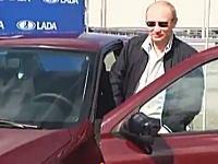 プーチン首相による新型車のテストでエンジンが掛からないハプニング