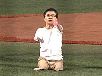 乙武洋匡さんの始球式が話題に。【名勝負】足が速い片岡vs.足がない乙武