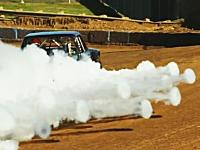 エンジンがブローしたのに何やら可愛い感じがする不思議な現象。煙のリング