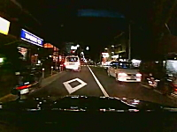 教習所の教本より役に立つドラレコ動画。路駐している車の死角から子供が