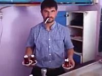 これは酷いイタズラ映像。マスターのタバコに火薬を仕込んでみたwwwww