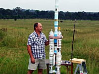 2段式ペットボトルロケットの打ち上げ映像。ロケットに搭載したカメラの映像イイ