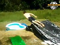 落下地点が小さすぎてw庭のウォータースライダーでジャンプ!失敗!www