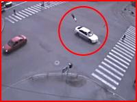酒酔い運転の警察官が横断歩道の男性を約20メートル跳ね飛ばしてしまう