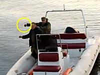ボートから手榴弾を落としたらこうなる。ロシア軍の過激な実演ムービー。