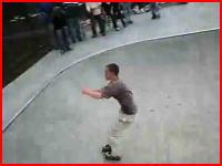 5秒で痛い痛い動画 インラインスケートで大ジャンプ失敗(@_@;)